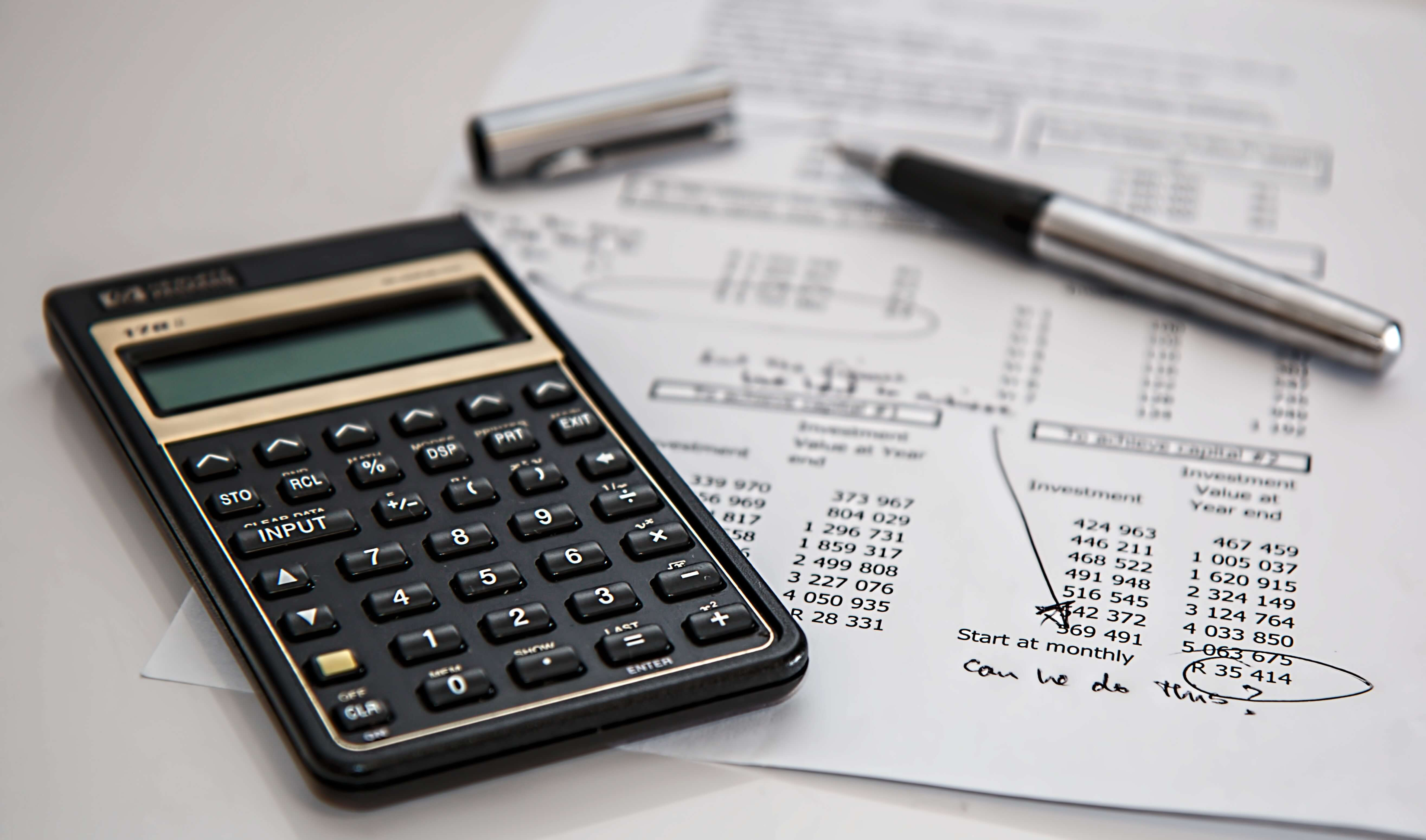 Es mejor invertir que mantener el dinero en el banco