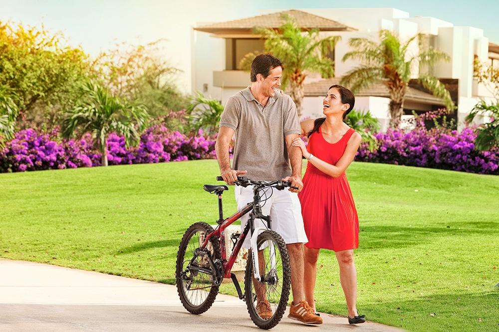 pareja con bici 1